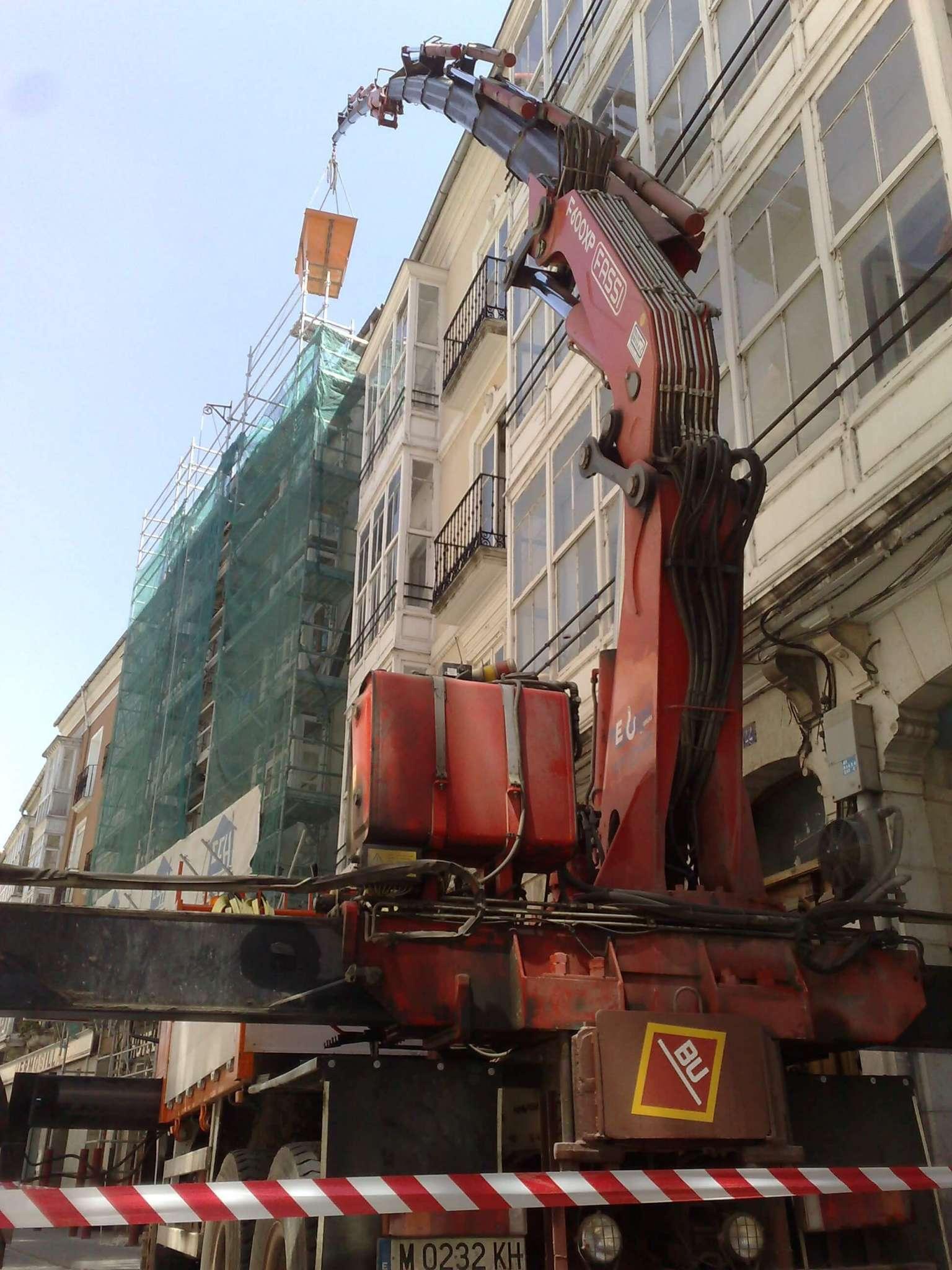 Empresas con camiones grua en Burgos para construccion