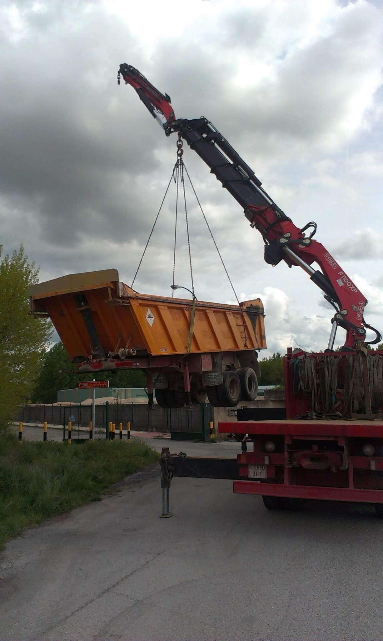 Servicio camión grúa articulada en Burgos