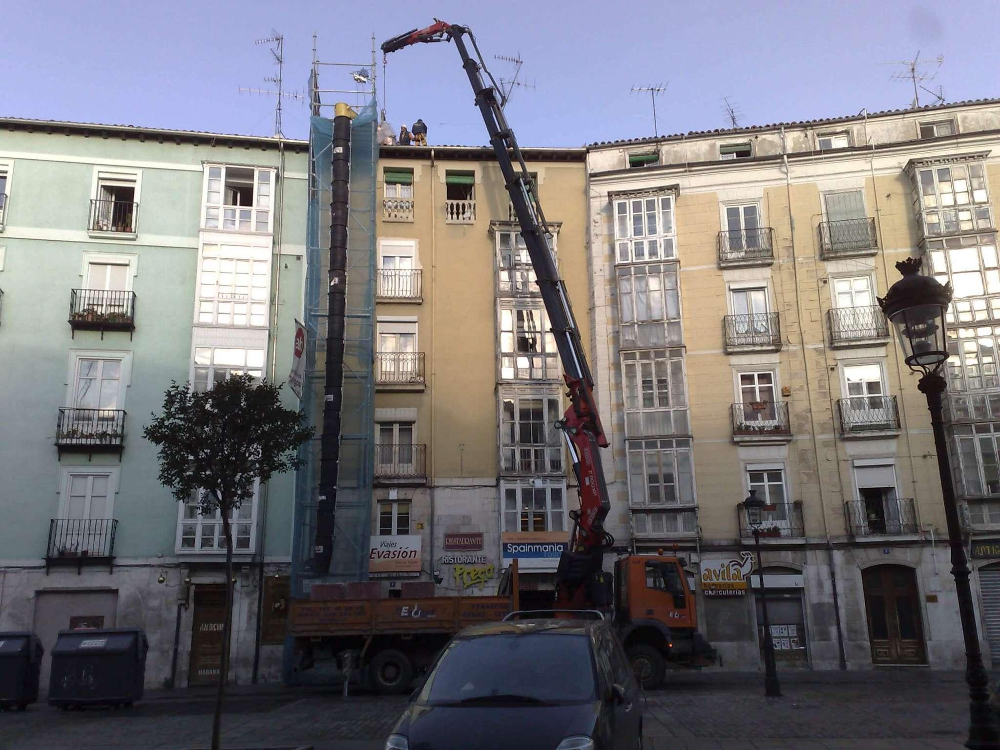 Trabajos profesionales de camiones grua en Burgos